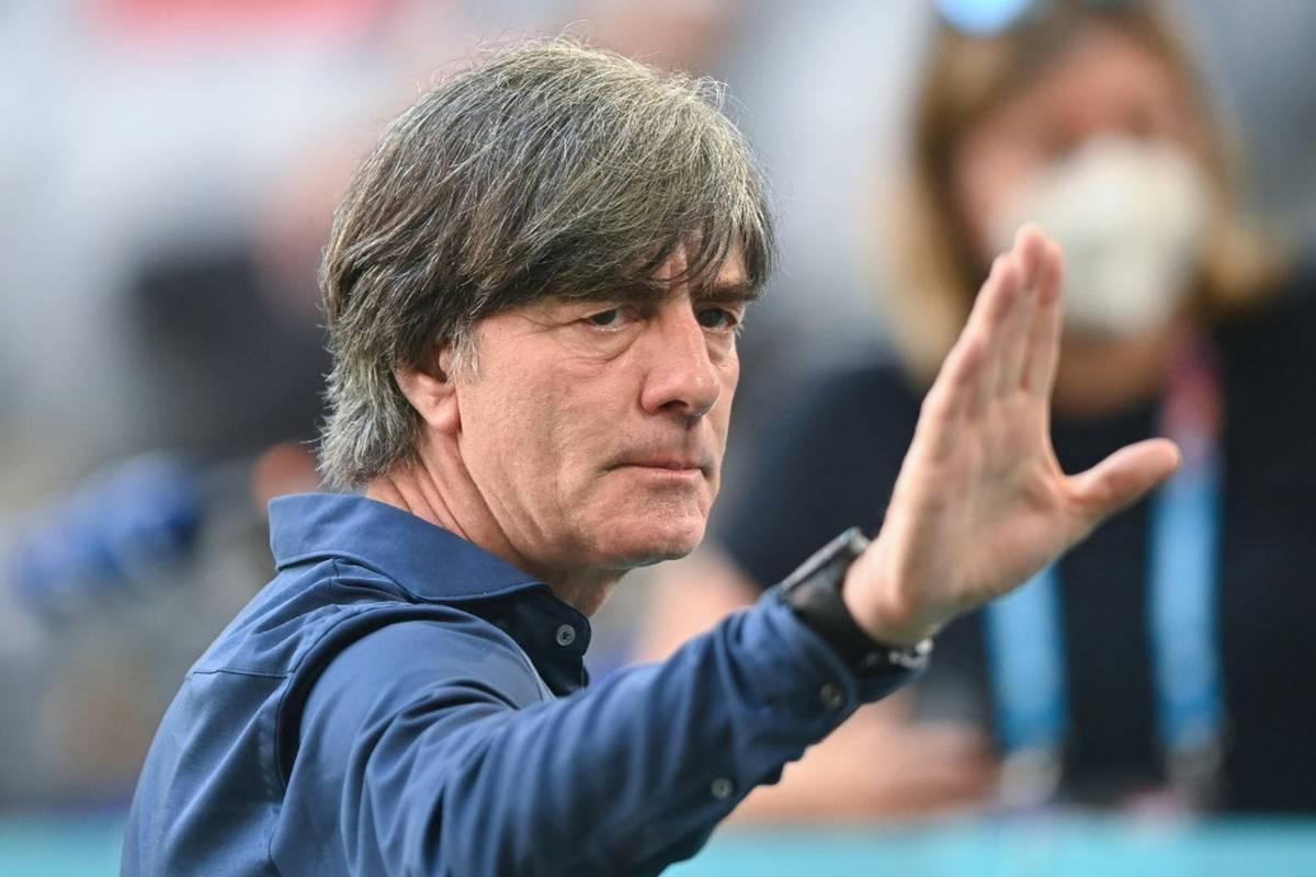 Im November wird Joachim Löw vom DFB offiziell verabschiedet. Benedikt Höwedes verrät, was für den Löw-Abschied geplant ist.