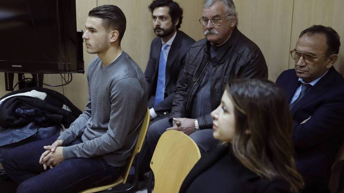 Lucas Hernández am 21. Februar 2017 bei seiner Anhörung wegen häuslicher Gewalt