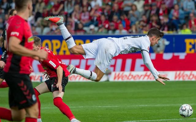Nations League: Kai Havertz droht Absage gegen die Niederlande, Leverkusens Kai Havertz (in weiß) im Spiel beim SC Freiburg