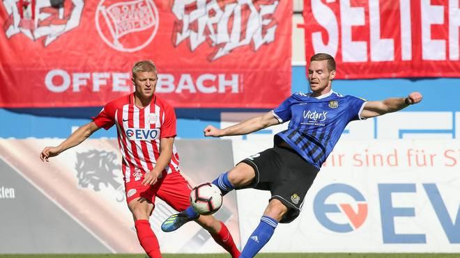 In der Regionalliga treffen Traditionsklubs wie Kickers Offenbach und der 1. FC Saarbrücken aufeinander