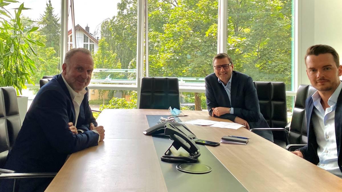Bayerns Vorstandsboss Karl-Heinz Rummenigge (l.) empfing SPORT1-Chefredakteur Pit Gottschalk (M.) und Chefreporter Florian Plettenberg an der Säbener Straße zum Interview