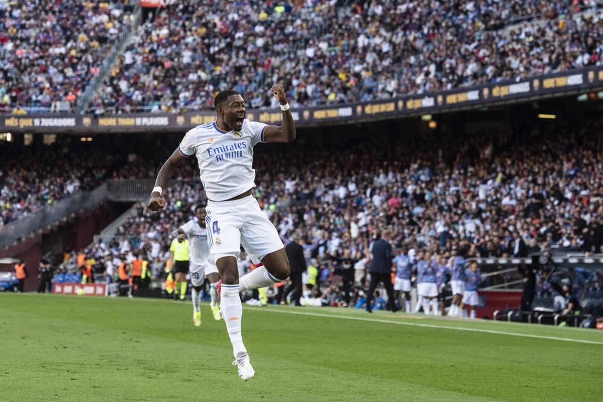 David Alaba hat sein erstes Tor für Real Madrid erzielt. Der Österreicher entschied den Clásico gegen den FC Barcelona - und das äußerst sehenswert.