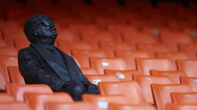 FC Valencia ehrt verstorbenen, blinden Fan mit Statue auf Tribünenplatz