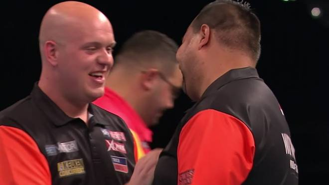 Michael van Gerwen (l.) ist mit den Niederlanden einer der Favoriten beim World Cup of Darts