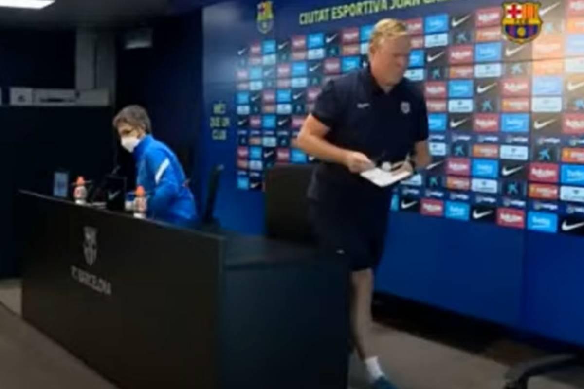 Ronald Koeman gibt zwei Tage nach dem enttäuschenden 1:1 des FC Barcelona gegen Granada eine bizarre Pressekonferenz. Der Barca-Trainer liest eine Erklärung ab.