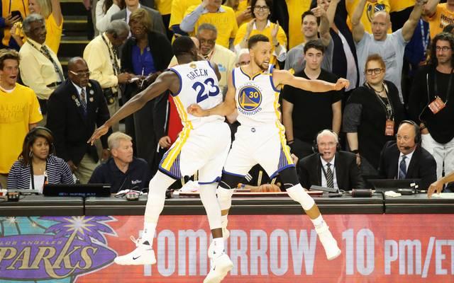 Stephen Curry und die Golden State Warriors gehen als Favorit und Titelverteidiger in die neue NBA-Saison