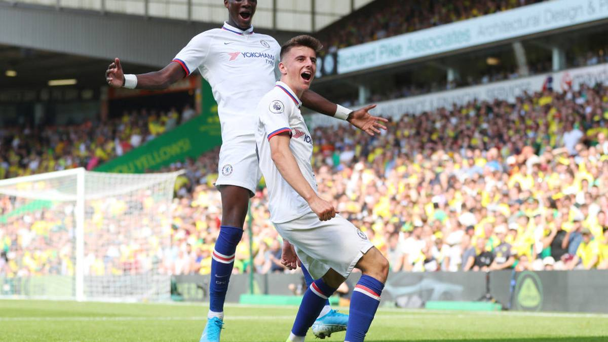 NORWICH, ENGLAND - AUGUST 24: Mason Mount of Chelsea celebrates scoring his teams second goal with Tammy Abraham during the Premier League match between Norwich City and Chelsea FC at Carrow Road on August 24, 2019 in Norwich, United Kingdom. (Photo by Catherine Ivill/Getty Images)