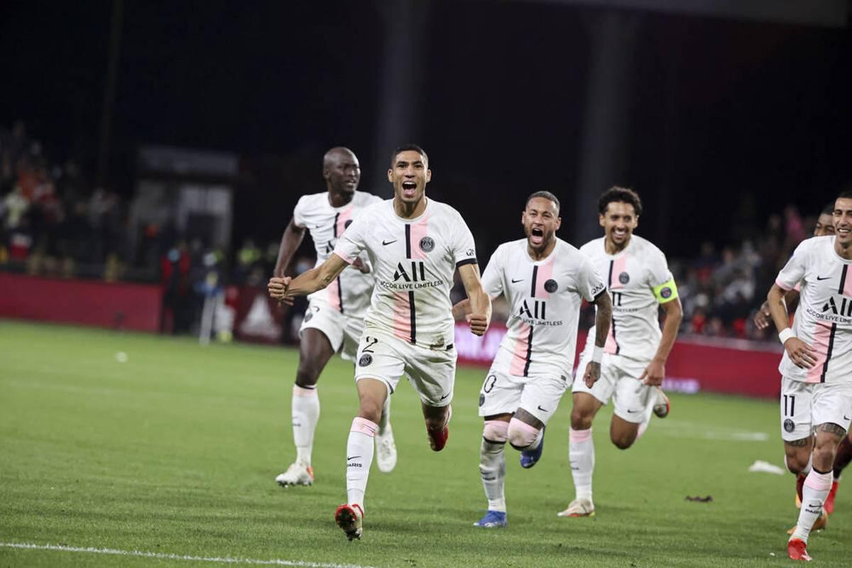 Paris Saint-Germain gewinnt ohne Messi zwar erneut, aber mit ganz viel Glück und hitzigen Emotionen. Jerome Boateng bleibt in Lyon nur Statist.