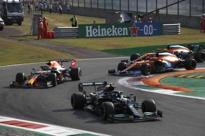 Mercedes gewinnt den Sprint von Monza, Bottas muss aber auf die Pole verzichten. Hamilton patzt, Verstappen ist der große Gewinner.