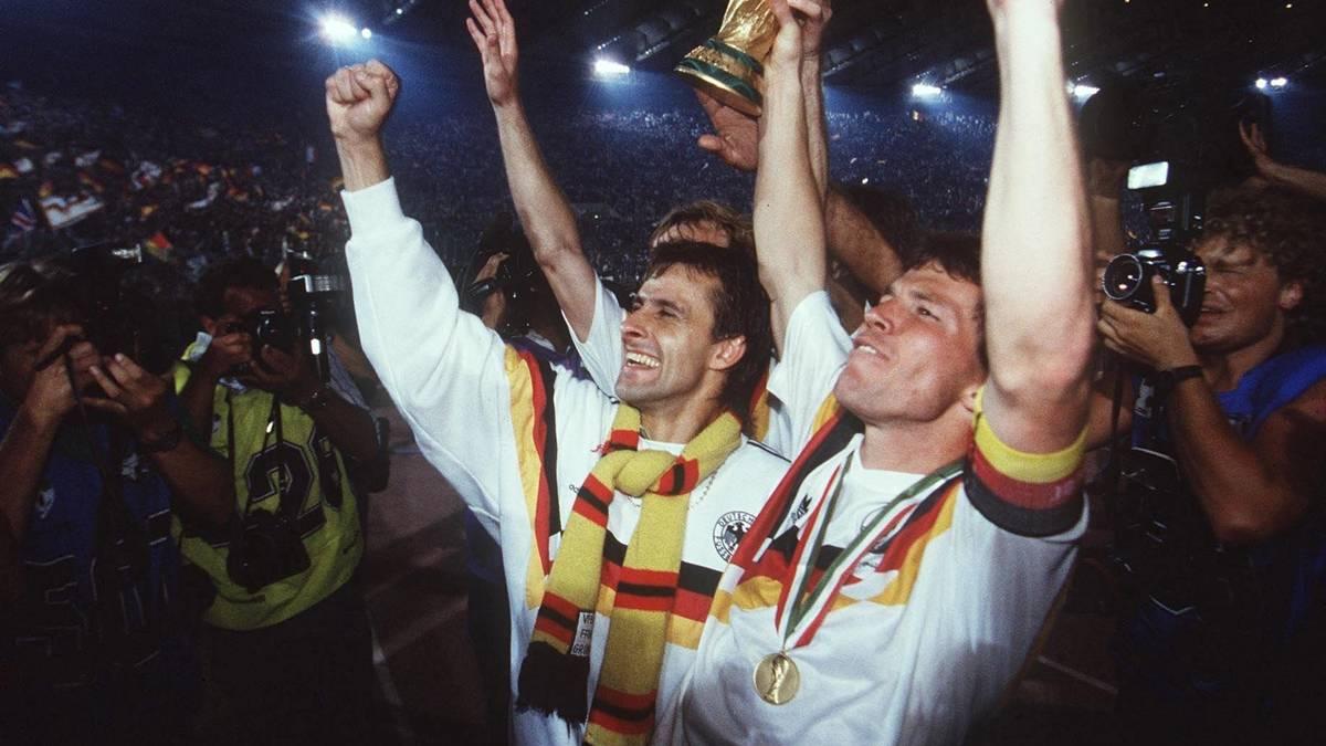 In Rom 1990 wird Pierre Littbarski (l.) mit Lothar Matthäus Weltmeister