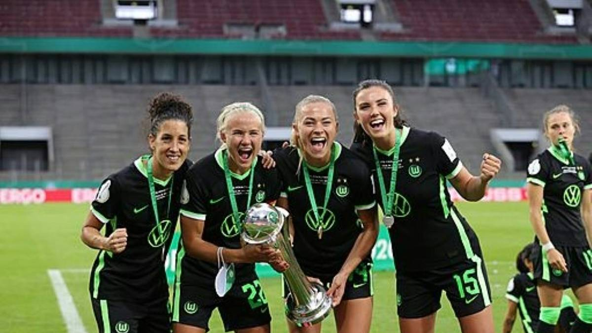 Ingrid Engen (r.) und Fridolina Rolfö (2.v.r.) verlassen Wolfsburg