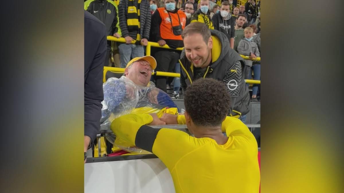 Rührende Geste beim deutschen Supercup: Wenn es schon mit dem ersten Titel der Saison nicht klappt, wird wenigstens dem ein oder anderen Fan nach Abpfiff noch eine Freude gemacht.