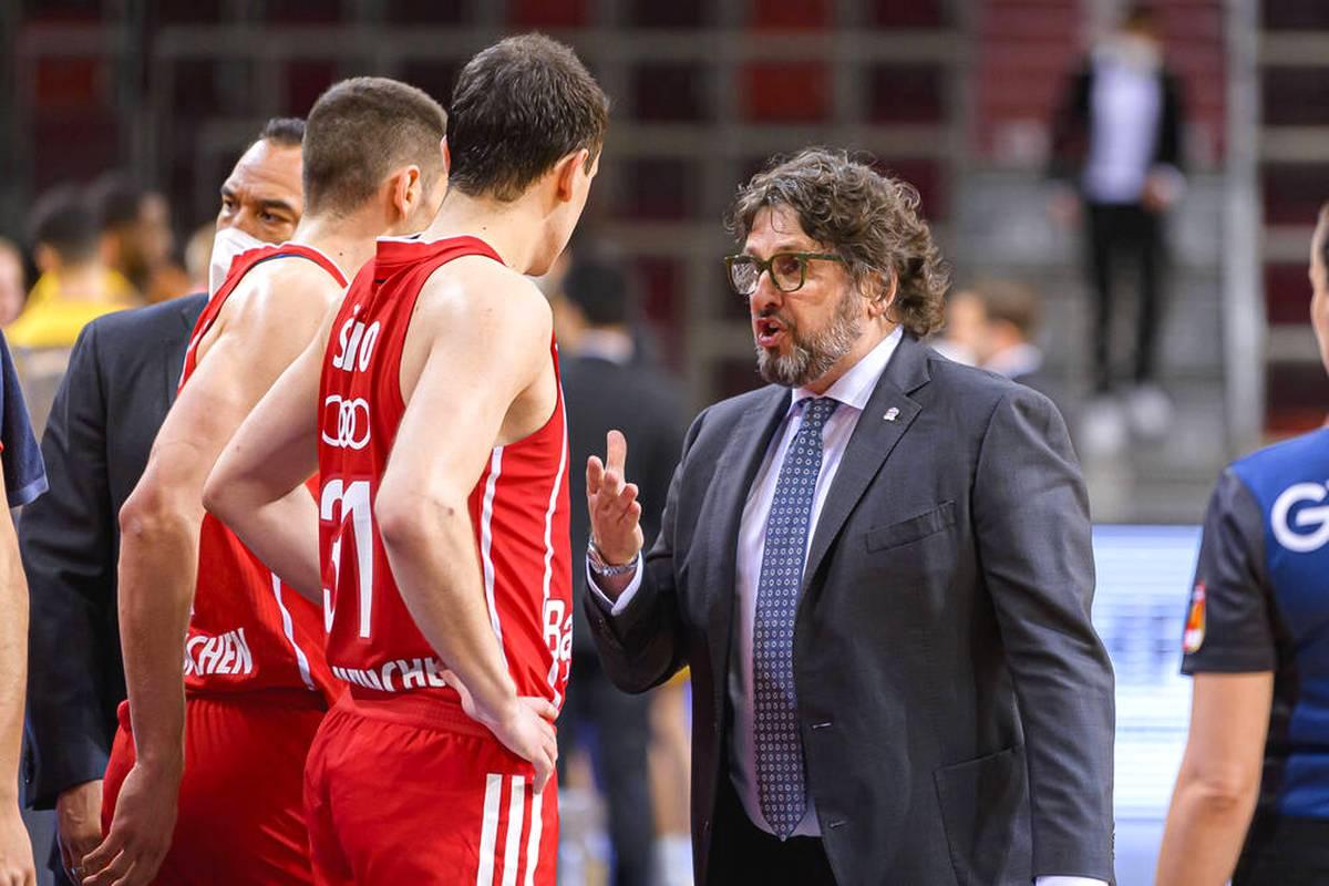 Der deutsche Basketball-Meister ALBA Berlin erleidet in der EuroLeague auch gegen Olympiakos Piräus Schiffbruch. Bayern München dagegen entzaubert Armani Mailand.