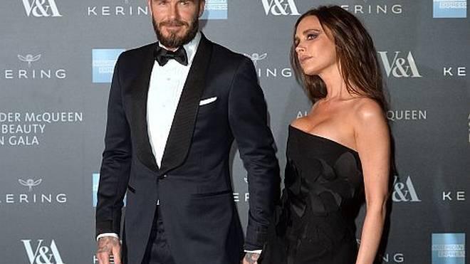 Victoria hat den Bartwuchs von David Beckham ganz genau im Auge.