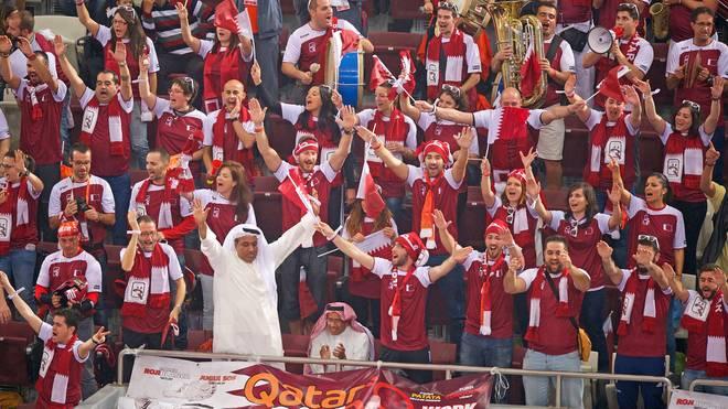 WM-Gastgeber Katar kauft spanische Fans zum Jubeln und kleidet sie identisch ein