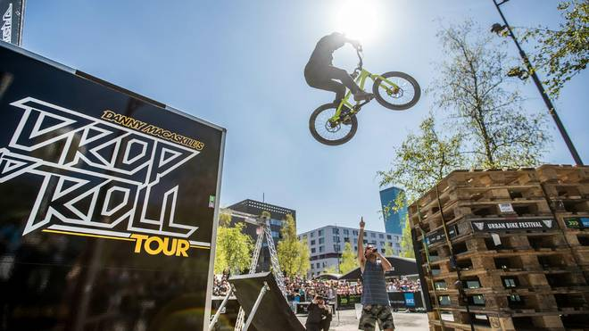 Drop and Roll beim UCI MTB World Cup in Nové Město