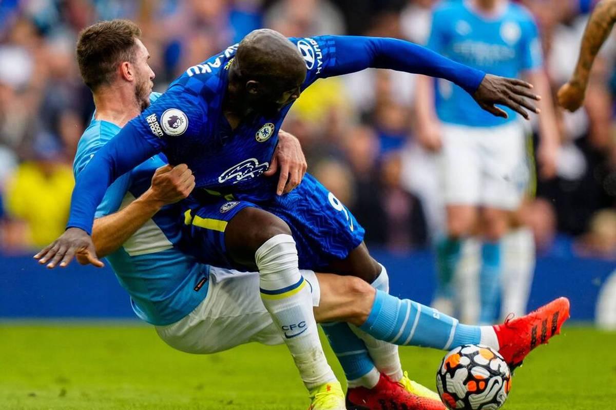 Romelu Lukaku steht in England in der Kritik. Der belgische Star-Stürmer taucht in den Spielen gegen andere Top-Teams der Liga zu oft ab.