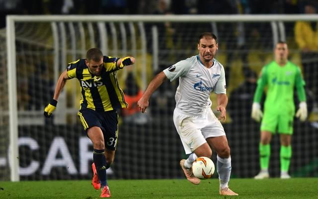 Islam Slimani (l.) erzielte das entscheidende Tor für Fenerbahce Istanbul
