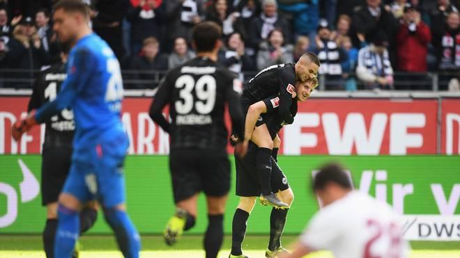 Martin Hinteregger feiert sein Siegtor gegen den 1. FC Nürnberg