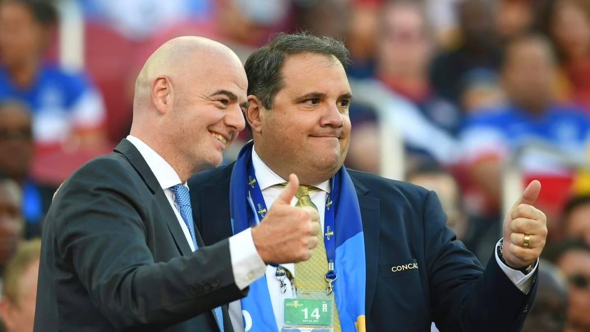 FIFA-Vize Victor Montagliani (r.) regt eine Anpassung des Spielplans für Europa an