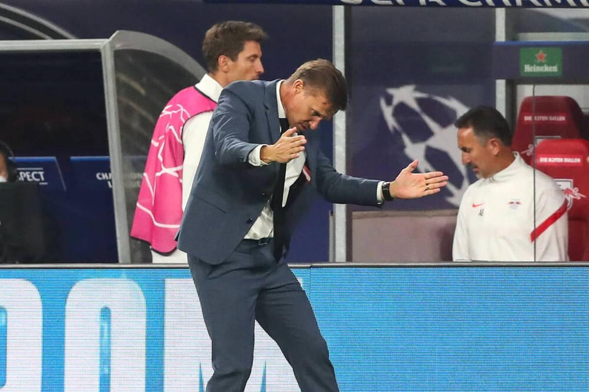 RB Leipzig verliert in der Champions League nach einer insgesamt schwachen Leistung gegen den FC Brügge. Christopher Nkunku hat Pech bei einer umstrittenen Szene. Trainer Marsch stellt etwas Bemerkenswertes fest.