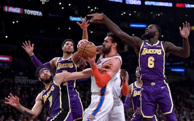Die Los Angeles Lakers (in lila) mussten gegen OKC die nächste Pleite einstecken