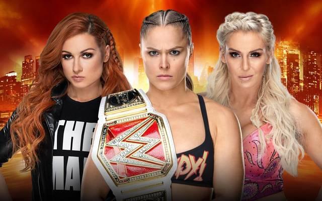 Ronda Rousey (M.) verteidigt ihren RAW-Damentitel bei WWE WrestleMania 35 gegen Becky Lynch (l.) und Charlotte Flair
