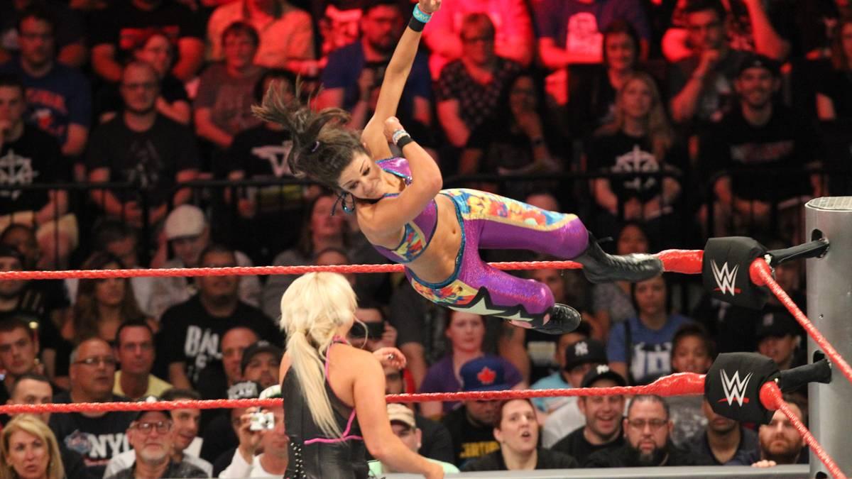 Bayley feierte am Montag bei WWE ihr RAW-Debüt mit einem Sieg über Dana Brooke