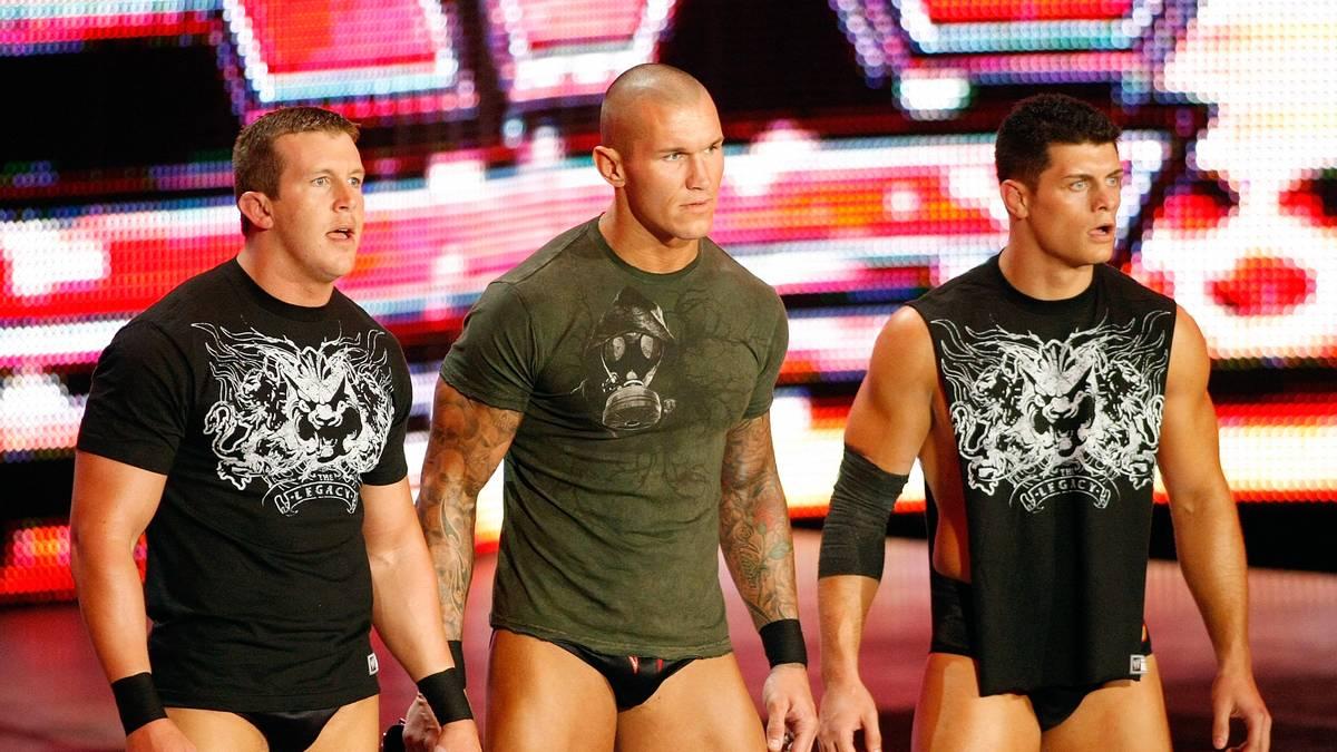 """Cody Rhodes bildete bei WWE zusammen mit Ted DiBiase (l.) und Randy Orton die Gruppierung """"Legacy"""""""