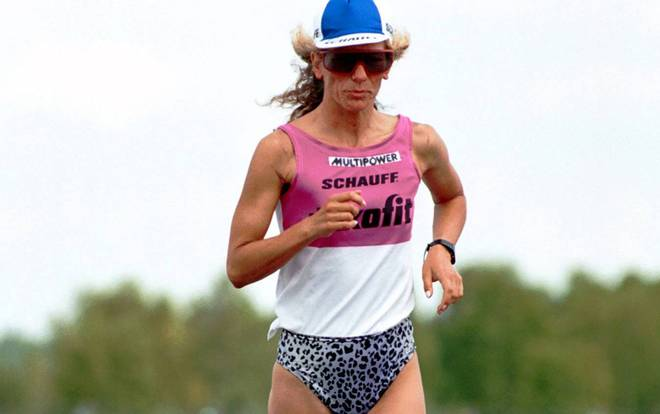 Astrid Benöhr stellte 1999 in Luckau im Alter von 41 Jahren den Weltrekord im Deca-Ultratriathlon auf - ohne MitstreiterIn