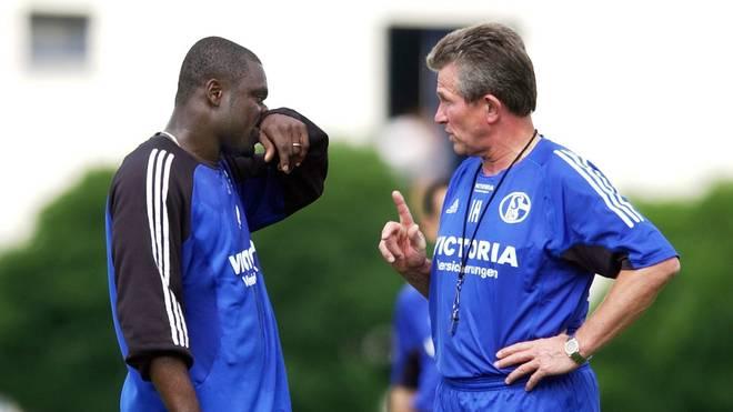 Auch Jupp Heynckes (r., mit Gerald Asamoah) wurde auf Schalke nicht glücklich