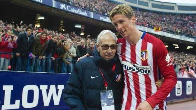 Fernando Torres (r.) feierte nach dem Spiel mit Manuel Brinas