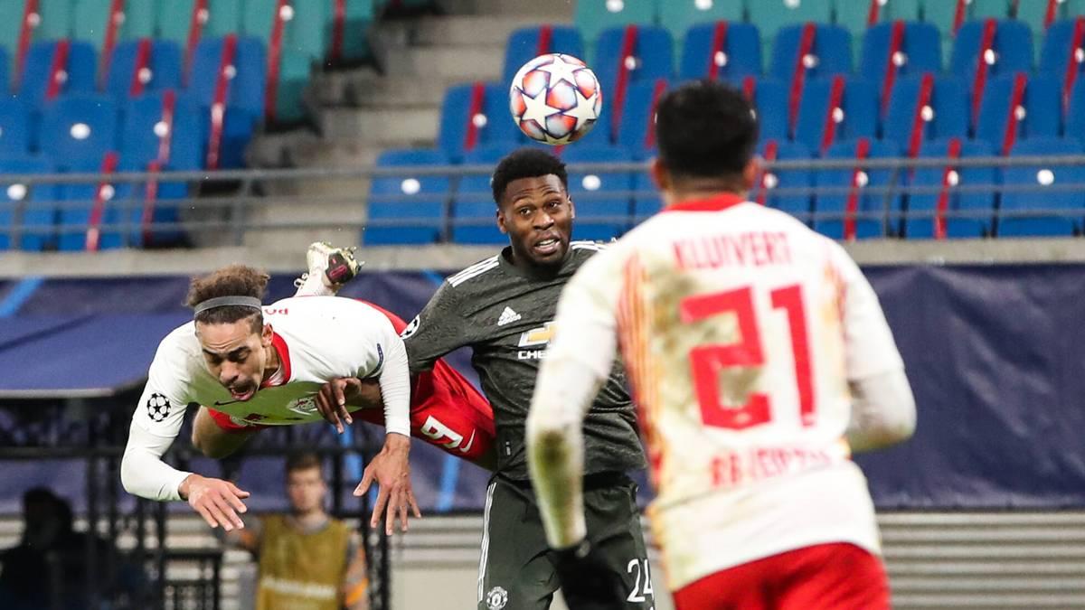 Timothy Fosu-Mensah (M.) war in der Champions League gegen RB Leipzig für Manchester United am Ball