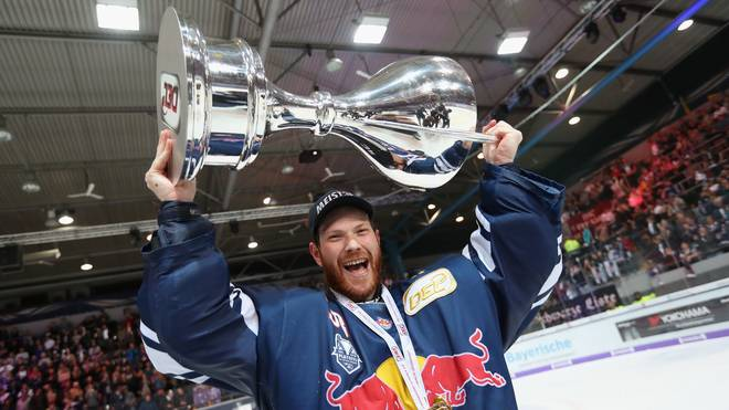 EHC Red Bull Muenchen v Eisbaeren Berlin - DEL Playoff Final Game 7 Danny aus den Birken feiert 2018 seinen dritten DEL-Titel mit EHC Red Bull München