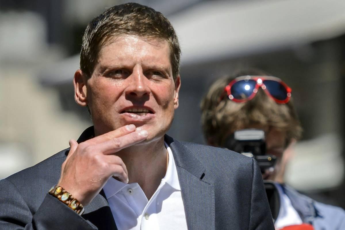 Der vor drei Jahren tief abgestürzte Radstar Jan Ullrich wendet sich wieder seiner alten Passion zu: Er will nach zweieinhalb Jahren Pause wieder ein Rennen bestreiten.