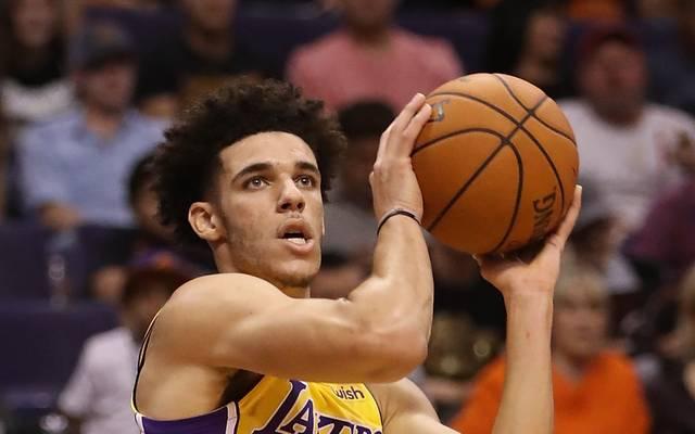 Lonzo Ball von den Los Angeles Lakers ist der jüngste Spieler in der NBA-Historie mit einem Triple-Double