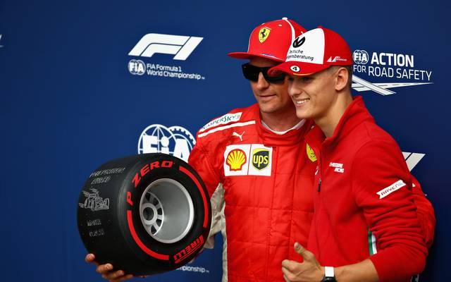 Mick Schumacher (r.) könnte seinem Vater bei Ferrari irgendwann nachfolgen