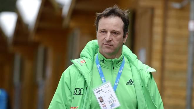 Werner Schuster, Cheftrainer der deutschen Skisprung-Nationalmannschaft, wird im Dezember kein Mixed-Springen zu Gesicht bekommen