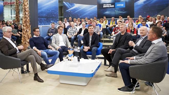 """""""Der CHECK24 Doppelpass"""" mit einem sehr starken Zuschauerschnitt, der beliebteste Fußball-Talk Deutschlands"""
