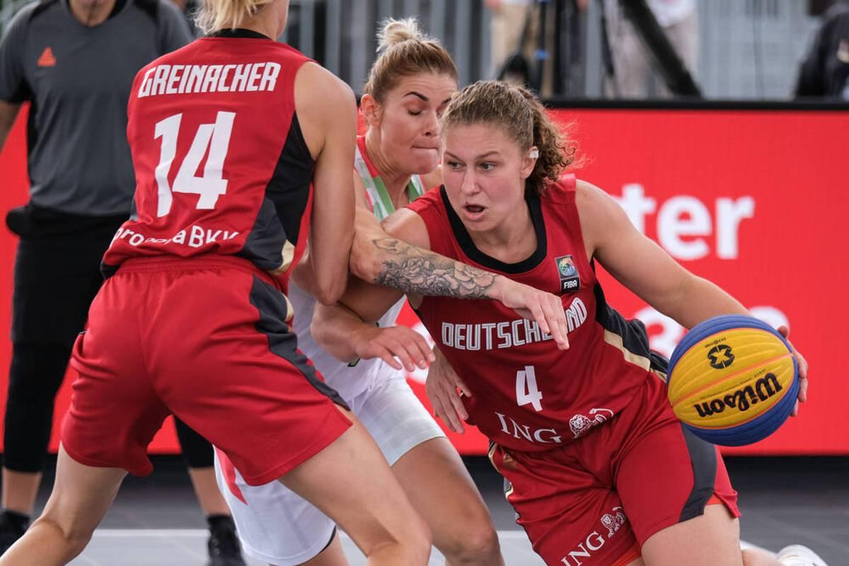 Die deutschen 3x3-Basketballerinnen haben bei ihrer EM-Premiere Silber gewonnen und sich gleichzeitig das WM-Ticket für 2022 geholt.