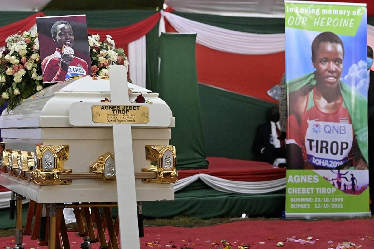 Zehn Tage nach ihrem Tod ist die kenianische Langstreckenläuferin Agnes Tirop am Samstag unter großer Anteilnahme beigesetzt worden.