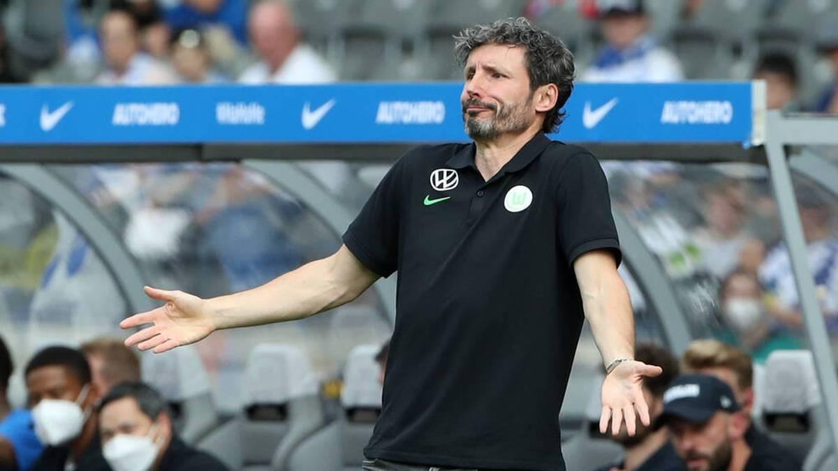 Mark van Bommel wechselte im DFB-Pokalspiel gegen Münster einmal zu viel