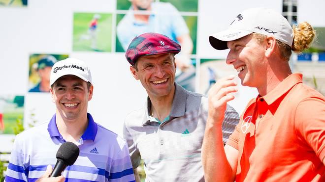Philipp Lahm und Thomas Müller (v.l.) spielten mit Profigolfer Marcel Siem für den guten Zweck
