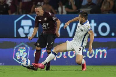 Franck Ribéry läuft für US Salernitana erstmals von Beginn an auf. Doch der Aufsteiger kassiert gegen Robin Gosens' Atalanta die nächste Pleite.