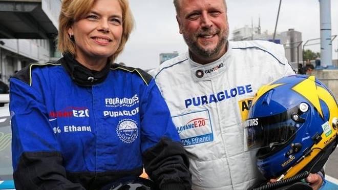 Smudo nahm Bundesministerin Julia Klöckner mit auf den Nürburgring