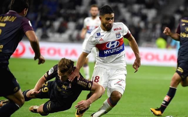 Olympique Lyons Top-Torjäger Nabil Fekir (weißes Trikot) stand auch im französischen Auswahlkader beim 2:2 gegen Deutschland in Köln