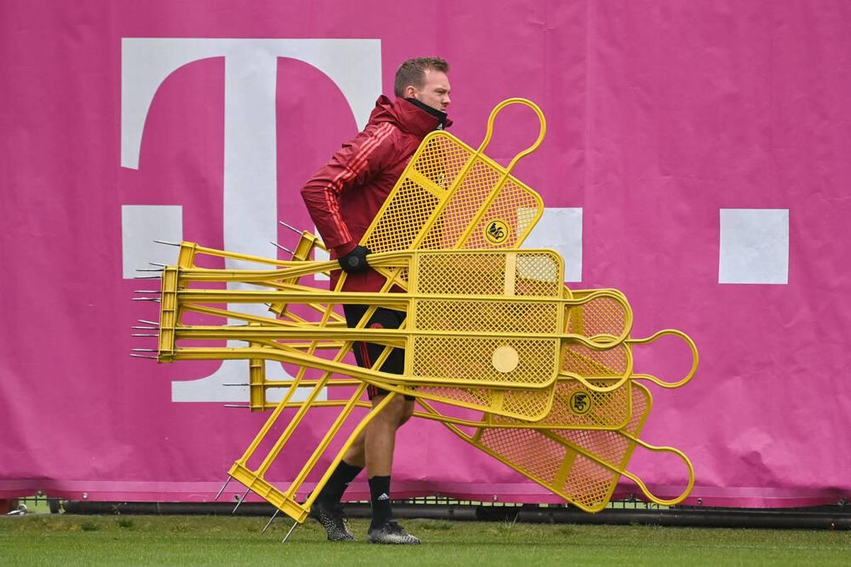 Julian Nagelsmann kann am Wochenende nicht beim FC Bayern an der Seitenlinie stehen. Doch der Klub arbeitet bereits an einer Alternative.