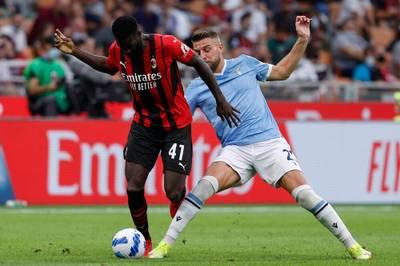 Zlatan Ibrahimovic feiert ein Traumcomeback für den AC Mailand. Doch das Spiel wird von rassistischen Beleidigungen überschattet.