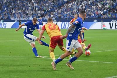 Simon Terodde bleibt in der 2. Bundesliga der Torjäger vom Dienst. Der Angreifer von Schalke 04 kommt im Spiel gegen den KSC dem Torrekord von Dieter Schatzschneider näher.