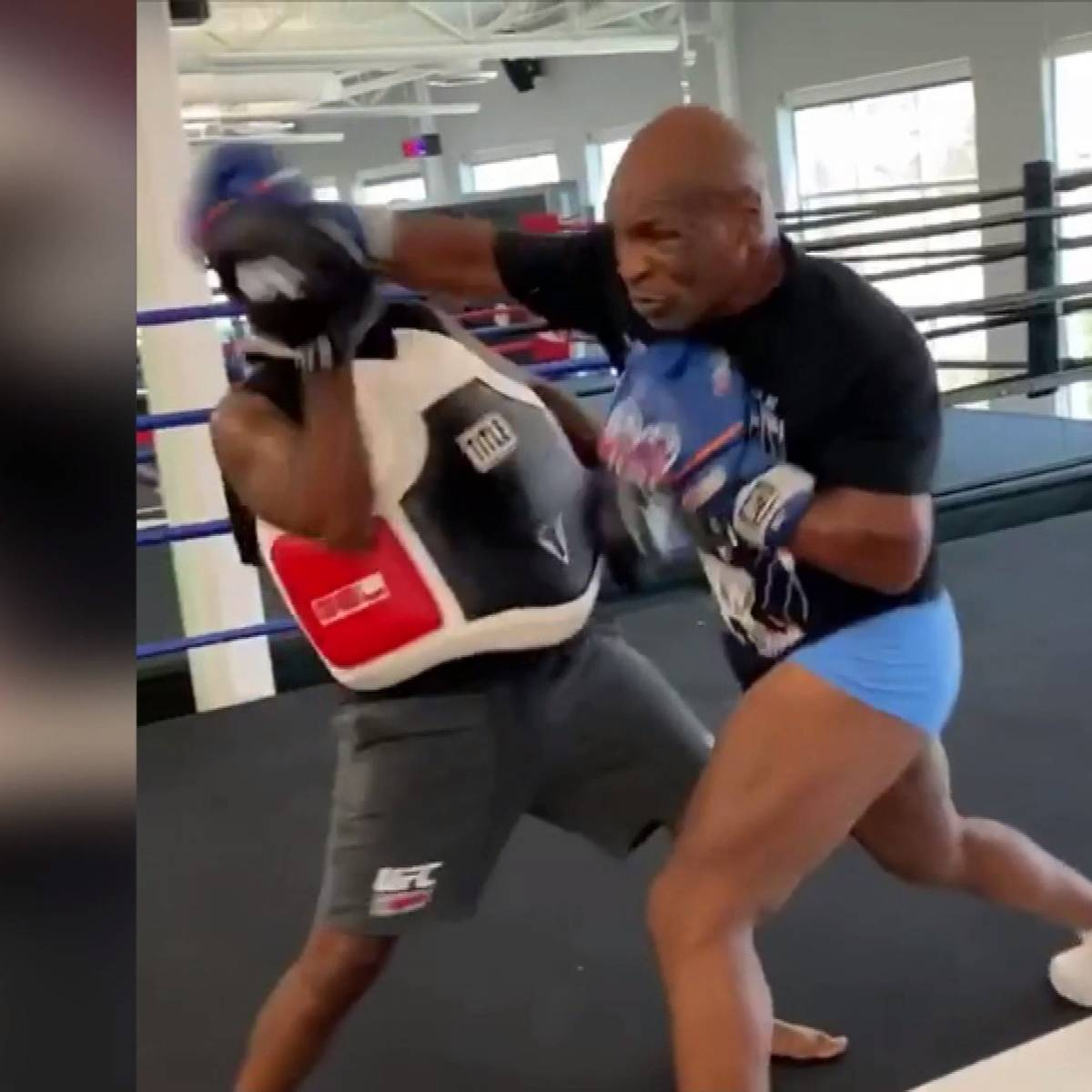 Heftige Rechte! Hier haut Tyson fast seinen Trainer K.O.
